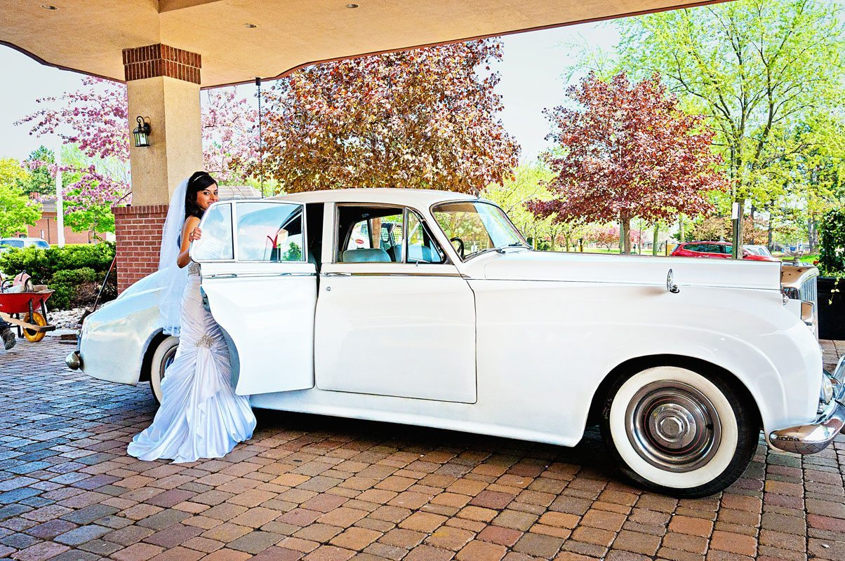 Indian wedding photographer : photography by Naina | 1952 vintage Bentley
