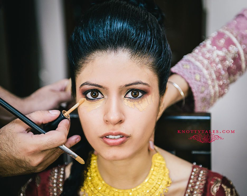 Indian wedding photographer : photography by Naina and Knottytales | Gursimran and Sheleja: Bride Getting Ready